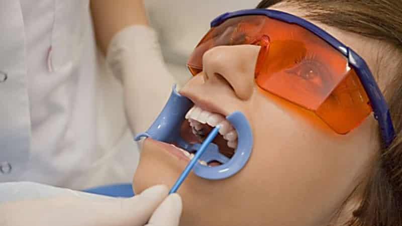 болит зуб от холодного