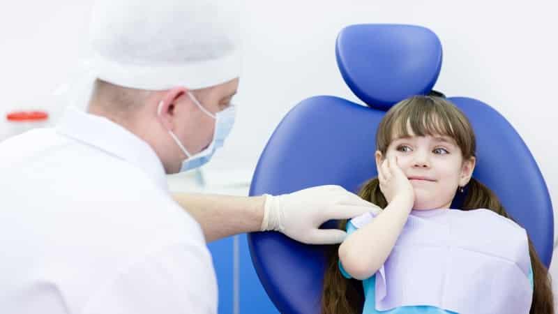 молочные зубы не выпали а коренные уже растут