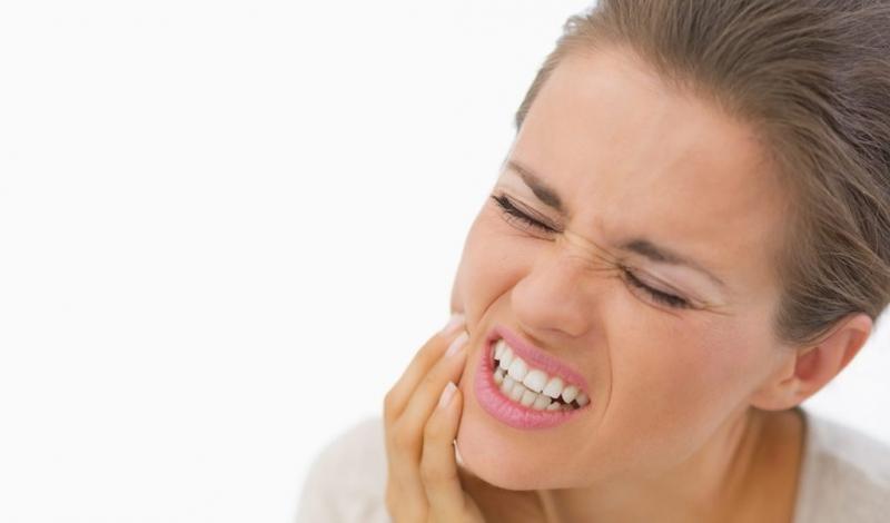 чем и как отбелить зубы в домашних условиях быстро