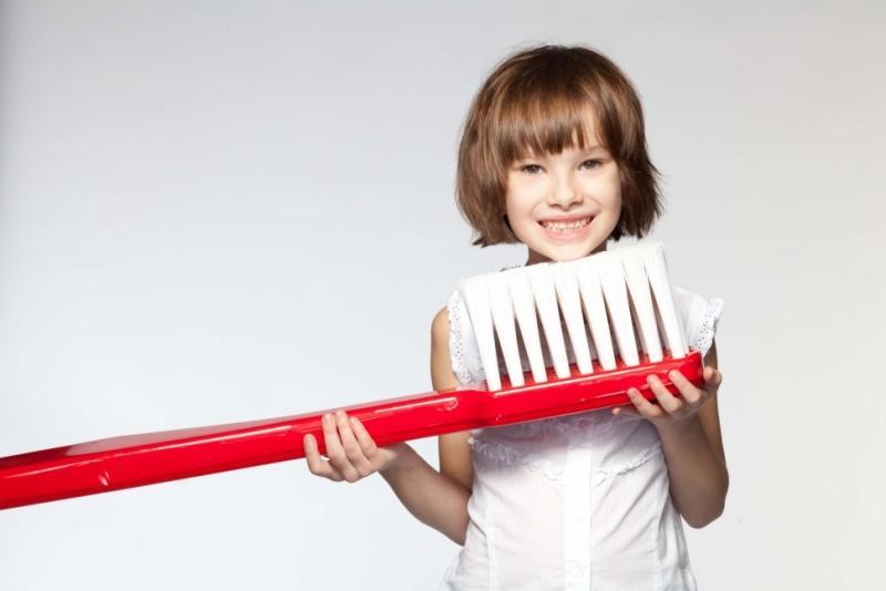 к чему чистить зубы во сне