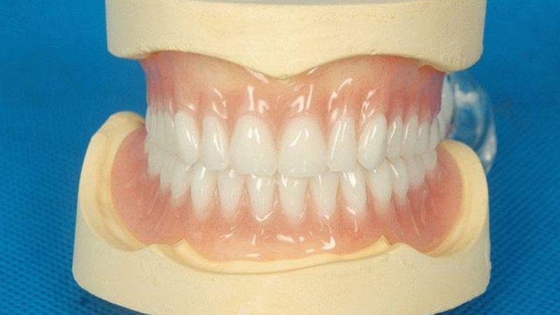 из какого материала делают зубные протезы