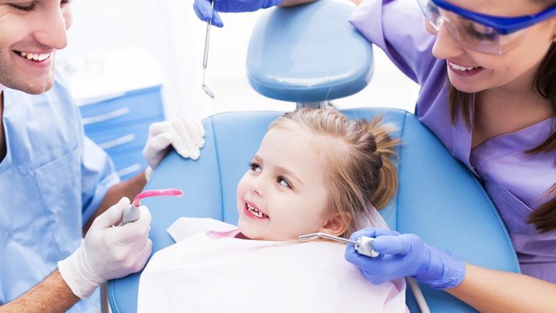 у ребенка потемнел зуб после удара фото